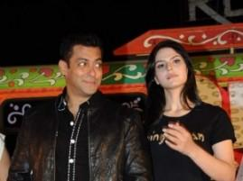 Salman Khan Cute Look Wth Zarine Khan