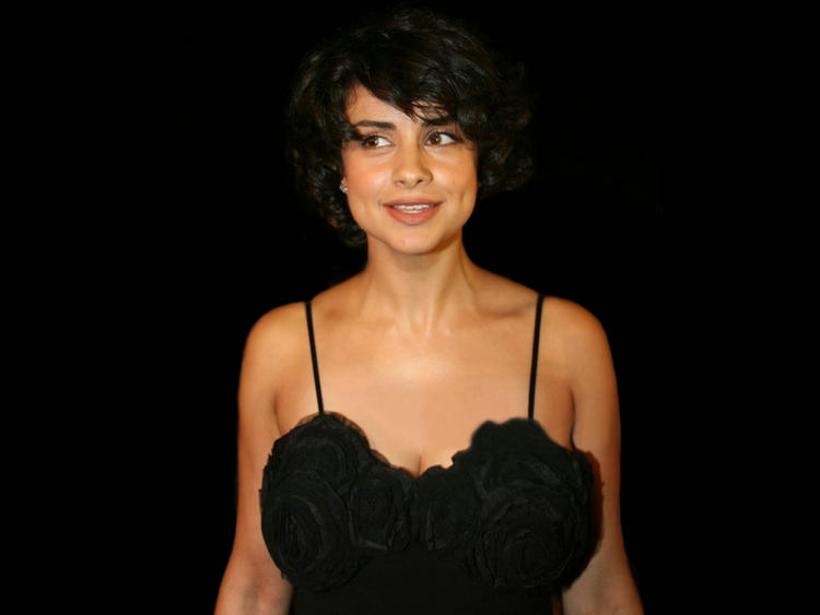 Gul Panag Beautiful Black Dress Wallpaper