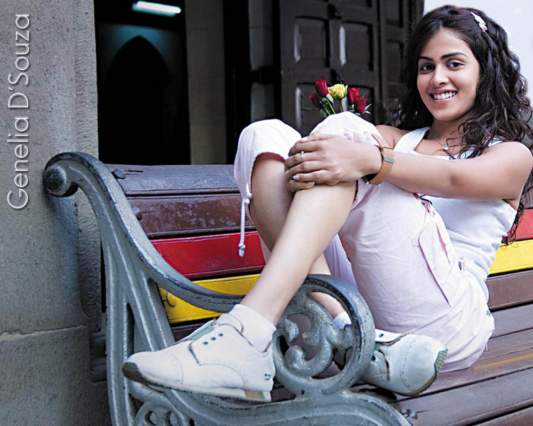 Genelia Dsouza Cute Sexy Wallpaper