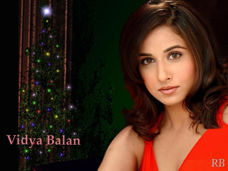Vidya Balan Short Hair Wallpaper With Hot Look