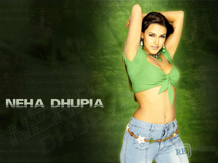 Neha Dhupia Spicy Navel Show Wallpaper