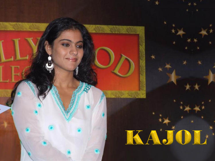 Kajol Devgan Cool Sweet Look Wallpaper