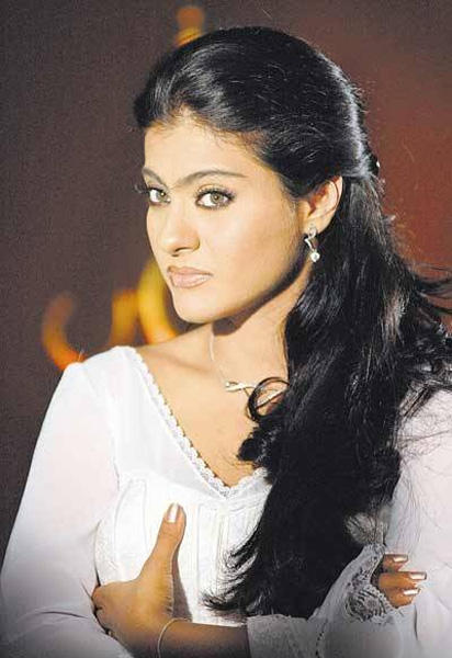 Kajol Devgan Cute Face Wallpaper