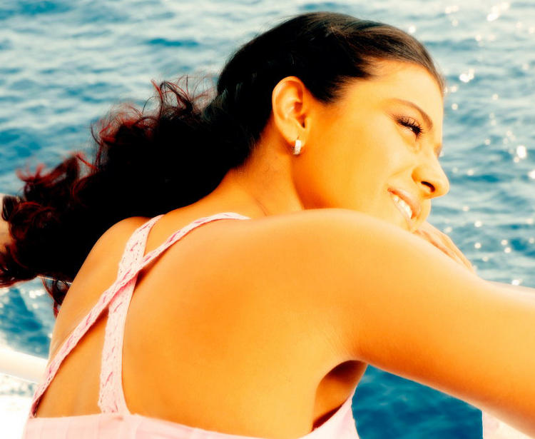 Kajol Devgan Sexy Back Expose Wallpaper