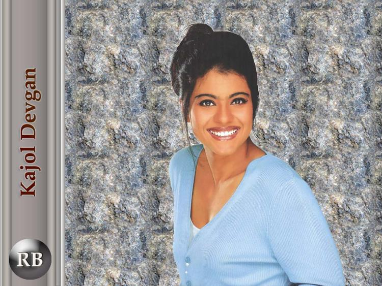 Smilling Beauty Kajol Devgan Wallpaper