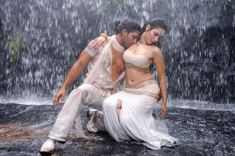 Allu Arjun and Tamanna Hot Romance Still