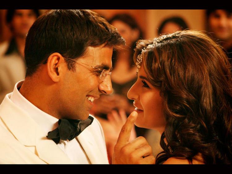 Akshay Kumar and Katrina Kaif Sexy Cute Still