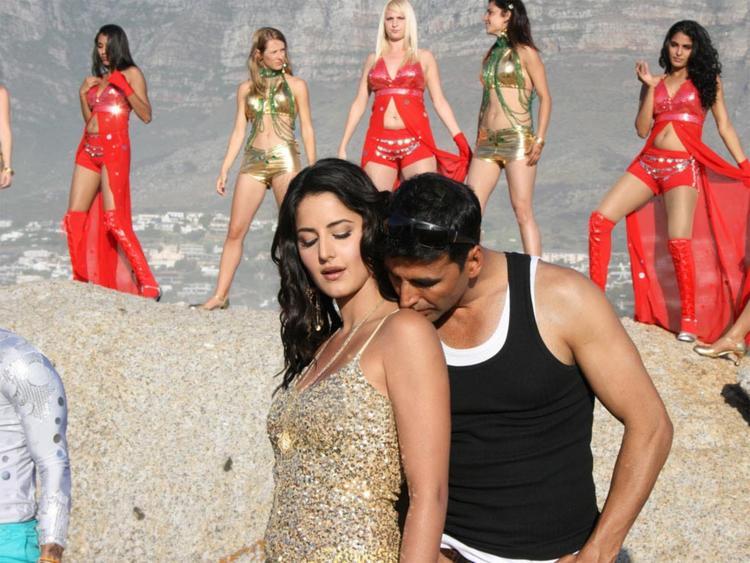 Akshay Kumar Kissing Katrina Kaif