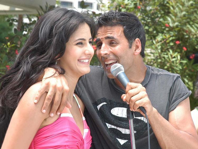 Katrina Kaif and Akshay Kumar Cute Smile Photo