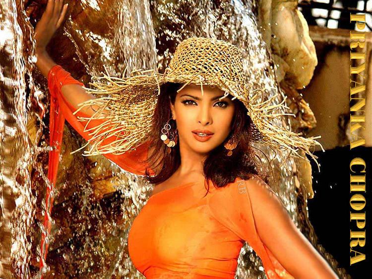 Priyanka Chopra Beauty Face Sexy Wallpaper
