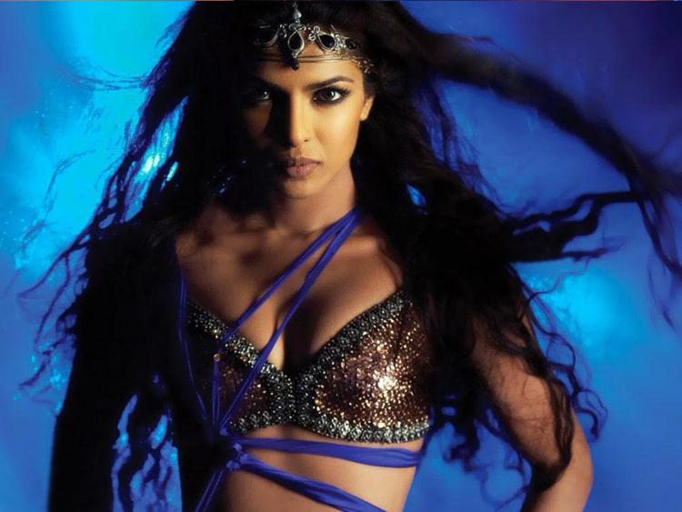 Priyanka Chopra Hot Killer Look Wallpaper
