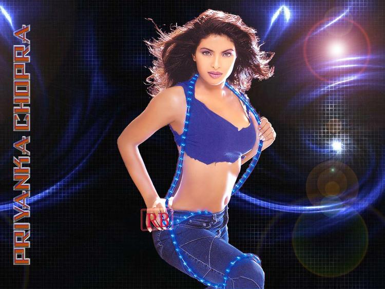 Priyanka Chopra Latest Sexiest Navel Show Wallpaper