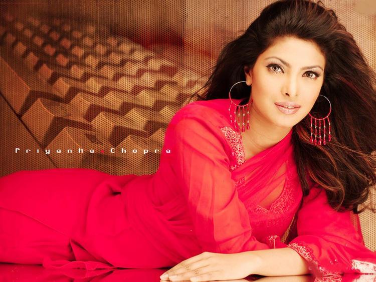 Priyanka Sizzling Romantic Look Wallpaper