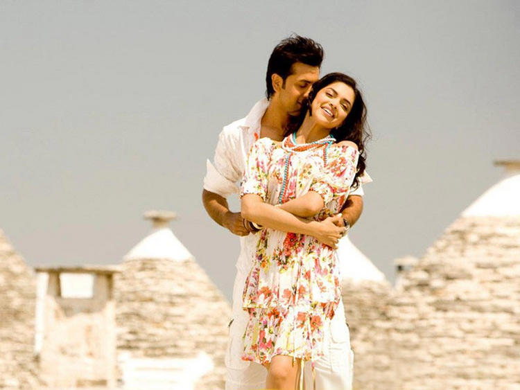 Deepika Padukone and Ranbir Kapoor Romantic Song Still