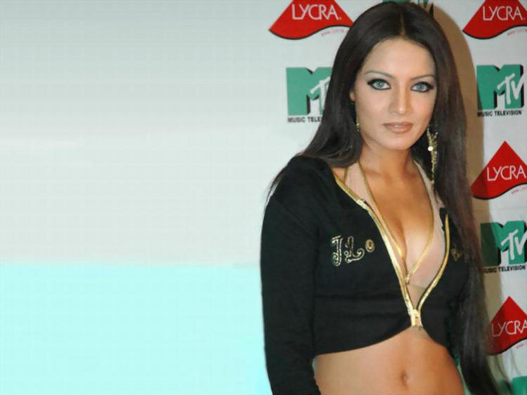 Celina Jaitley Sexy Cleavages Pic