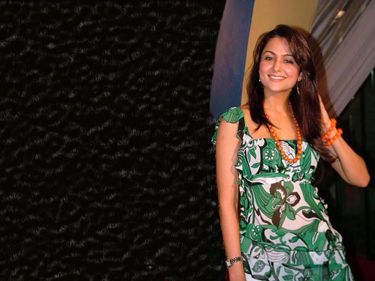 Amrita Arora Beauty Smile Wallpaper