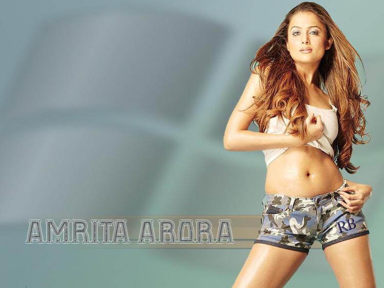 Amrita Arora Hot Navel Show Wallpaper