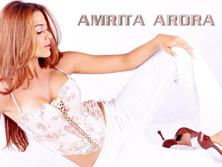 Amrita Arora Open Boob Show Spicy Wallpaper
