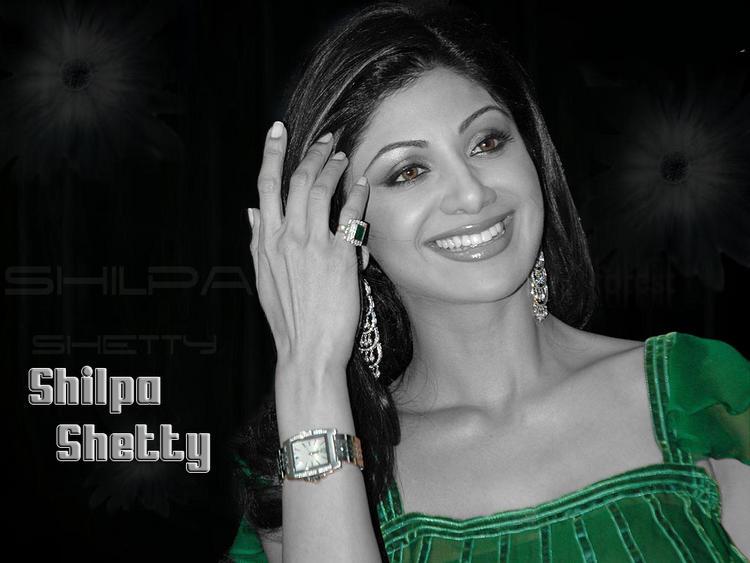 Shilpa Shetty Gorgeous Smile Green Dress Wallpaper