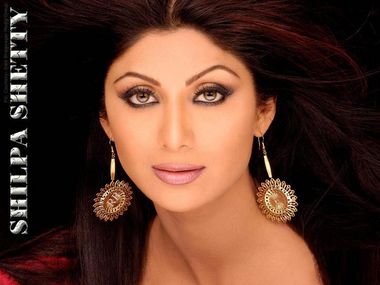 Shilpa Shetty Smoky Eyes Look Wallpaper