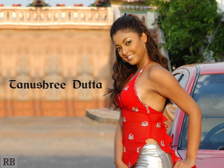 Tanushree Dutta Cute Smile Pic