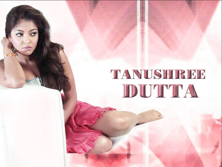Tanushree Dutta Sizzling Wallpaper