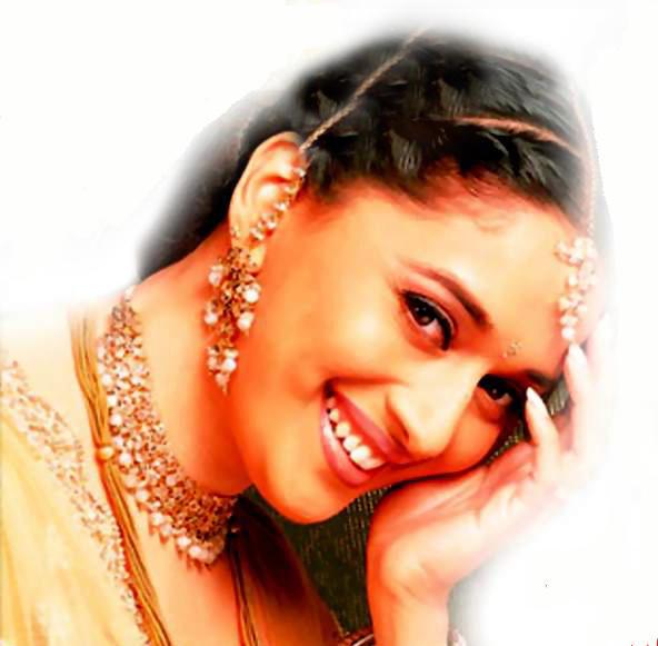 Madhuri Dixit Beauty Smile Face Wallpaper