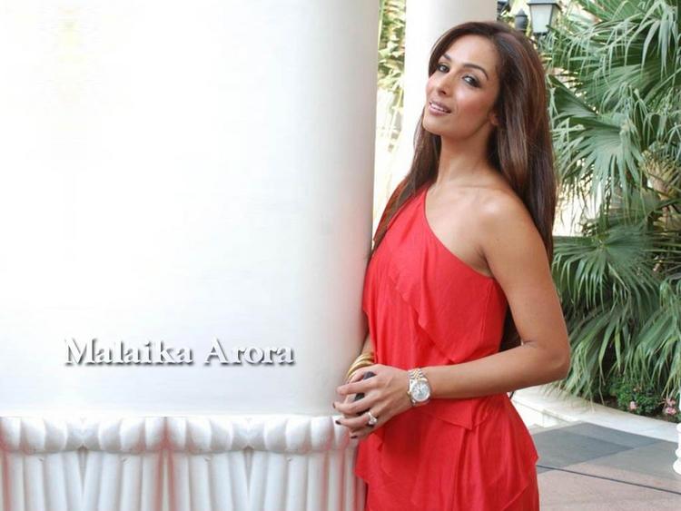 Malaika Arora Red Dress Hot Wallpaper