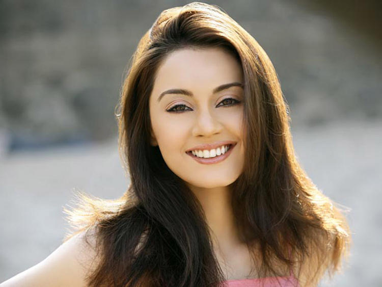 Minisha Lamba Stunning Sweet Wallpaper