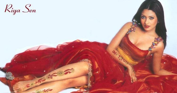 Riya Sen Beautiful Dress Tattoo Wallpaper