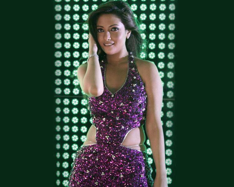 Riya Sen Sexy Dress Romantic Look Wallpaper