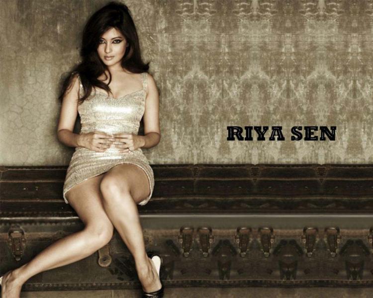 Riya Sen Sexy Legs Pose Wallpaper