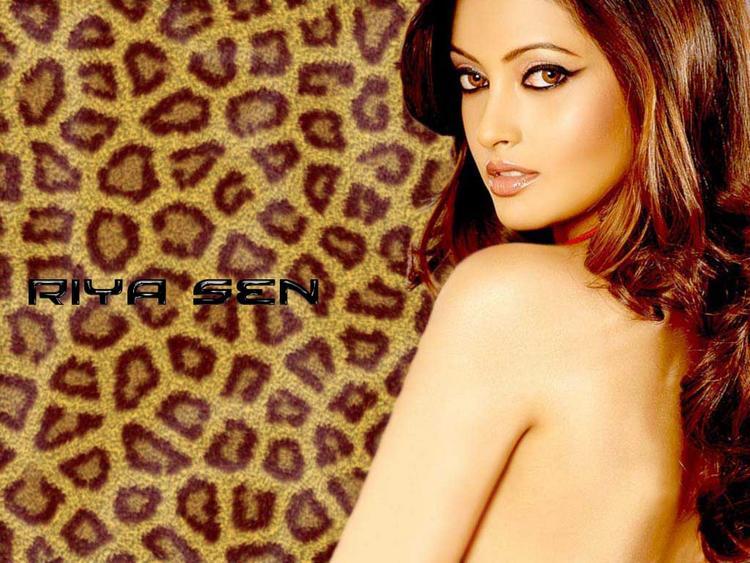 Riya Sen Sexy Scene Wallpaper