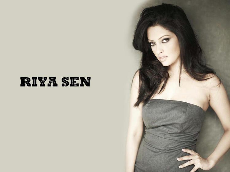 Riya Sen Sleeveless Dress Glorious Wallpaper