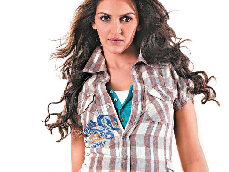Esha Deol Hottest Wallpaper
