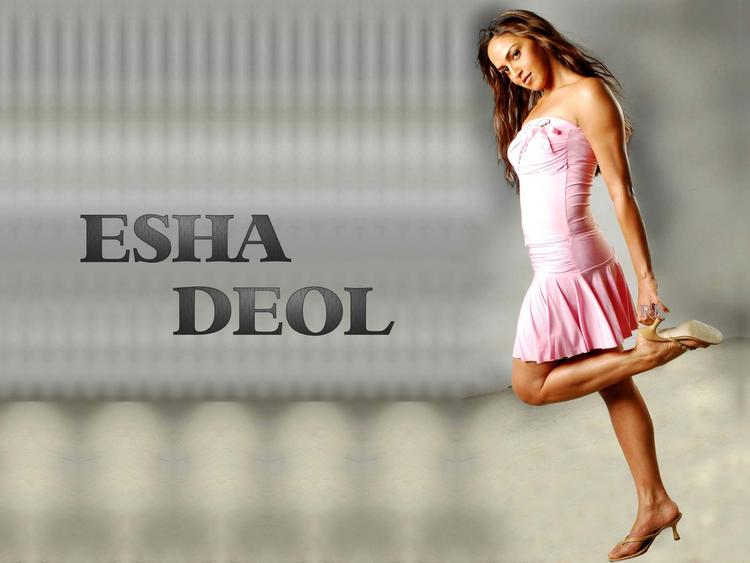 Esha Deol Sexy Look Wallpaper