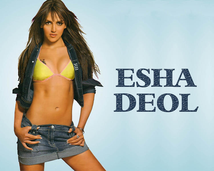 Esha Deol Spicy Navel Show Wallpaper