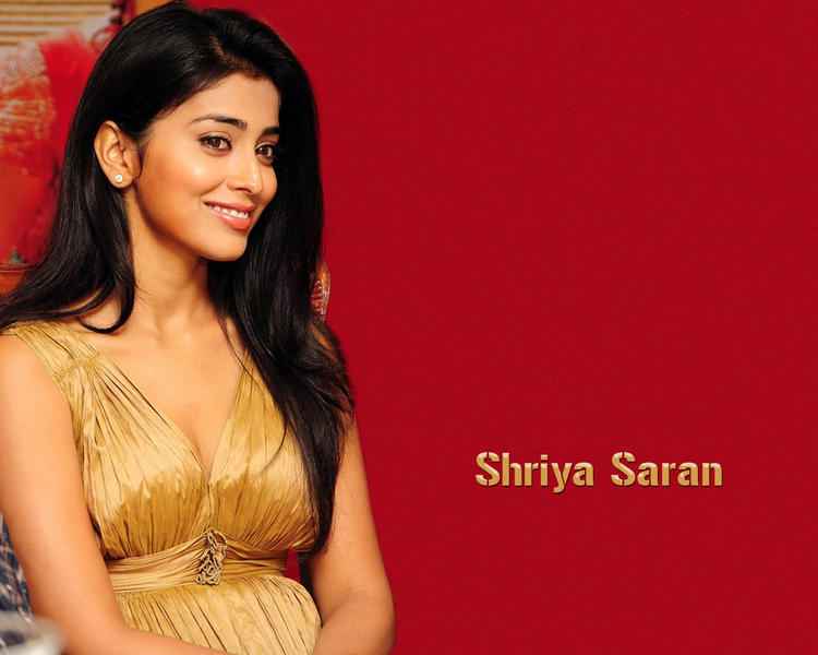 Shriya Saran Beauty Smile Face Wallpaper