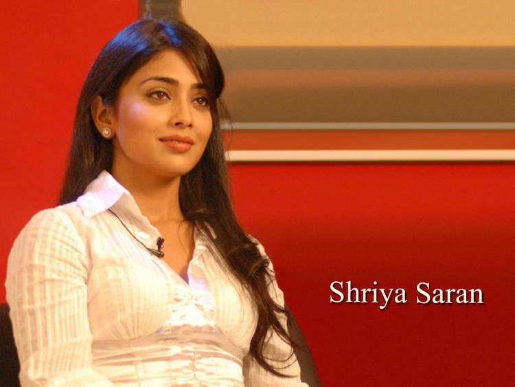 Shriya Saran Looking So Gorgeous