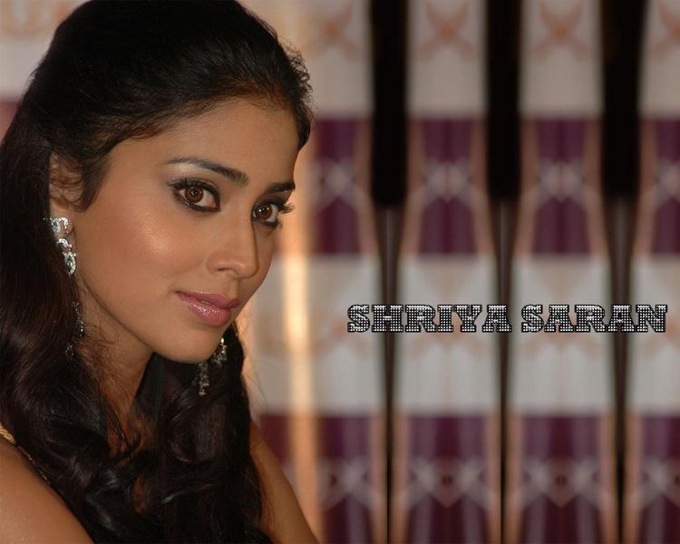 Shriya Saran Smoky Eyes Pic