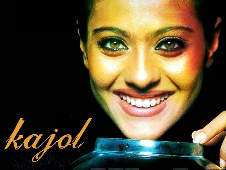 Kajol Devgan Beautiful Sexy Eyes Look Wallpaper