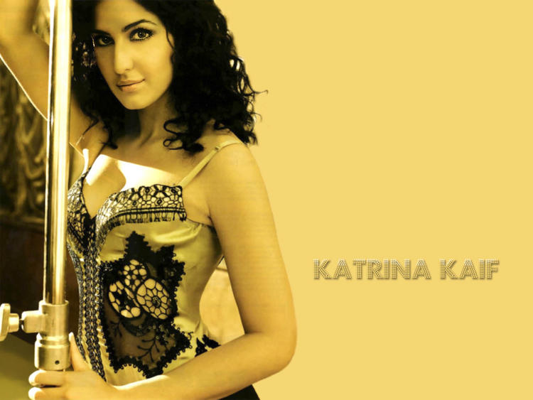 Katrina Kaif Curly Hair Style Wallpaper