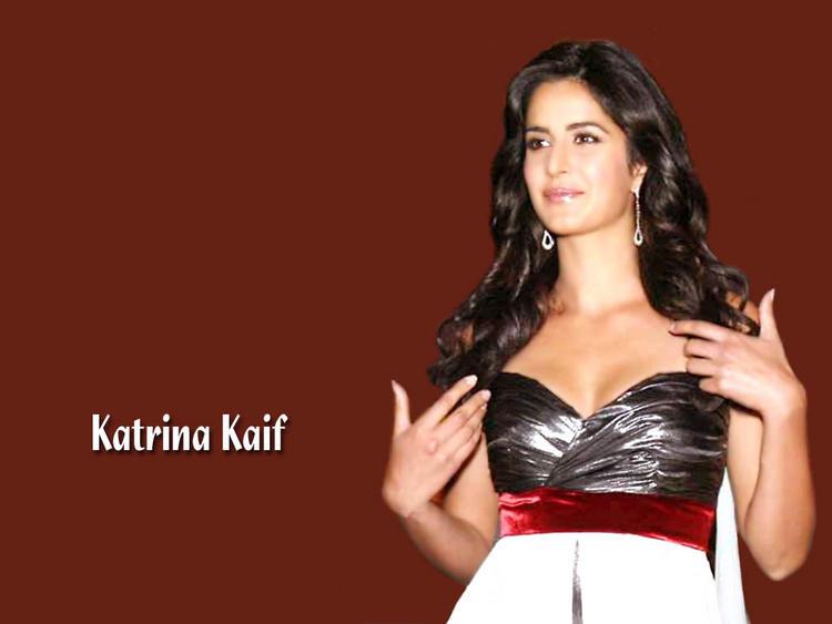 Katrina Kaif Open Boob Show Glamour Wallpaper