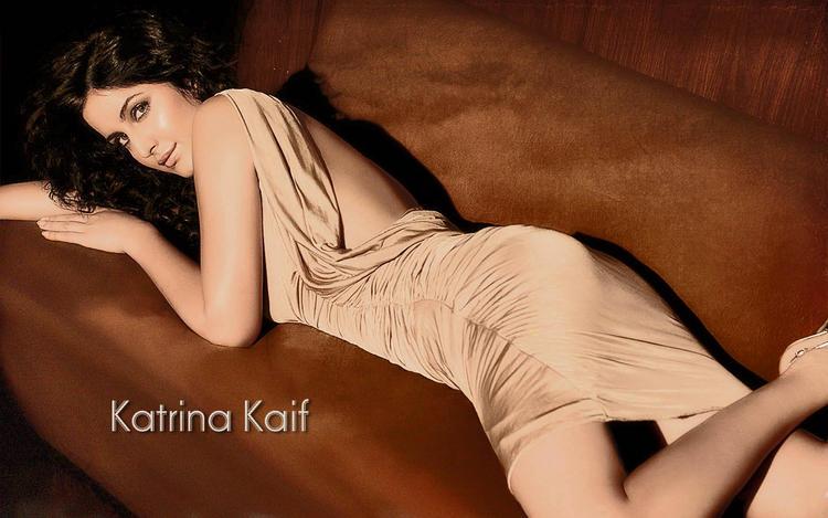 Katrina Kaif Romantic Look Spicy Wallpaper
