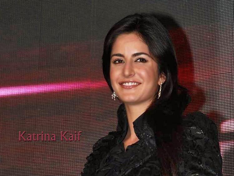 Katrina Kaif Smiling Face Wallpaper