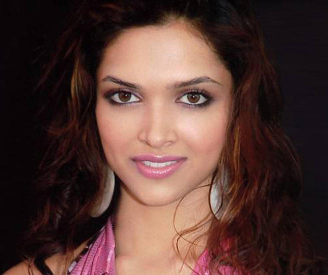 Deepika Padukone Sexy Eyes Look Wallpaper