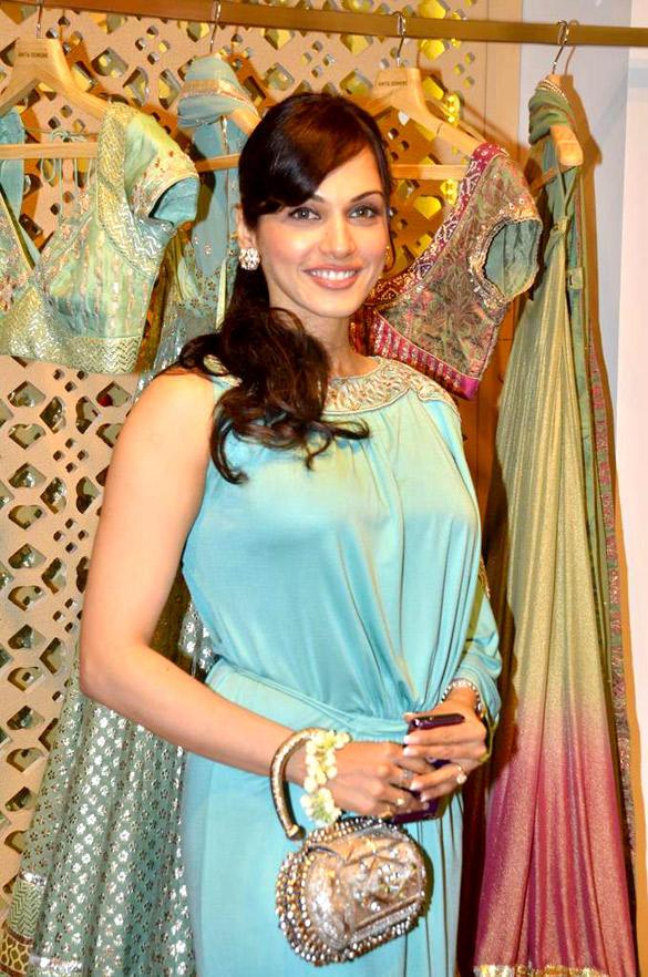 Isha Koppikar at Anita Dongre Store
