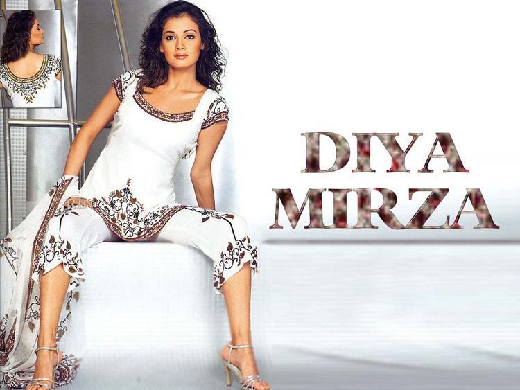 Diya Mirza Hot Sexy Pose Wallpaper