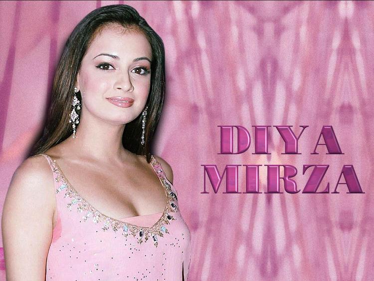 Diya Mirza Open Boob Show Wallpaper