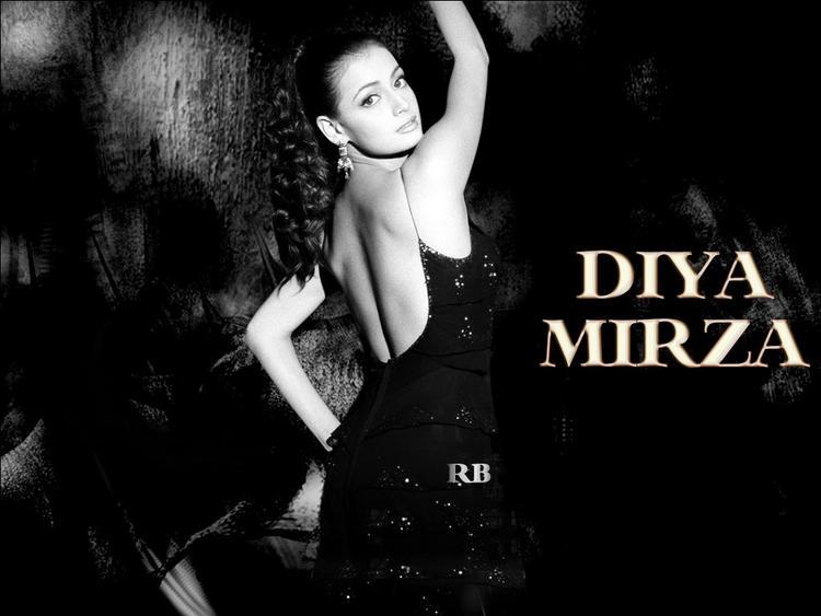 Diya Mirza sexy Back Bare Wallpaper